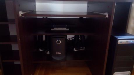 Počítačový stolík,