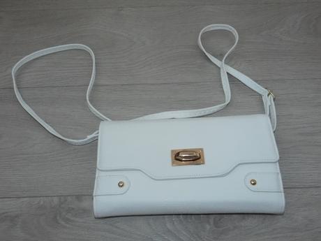 biela kabelka, M