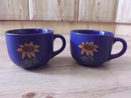 2 väčšie šálky na čaj alebo polievku,