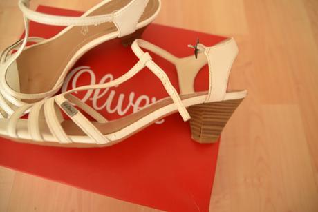 Bílé páskové sandálky, 40