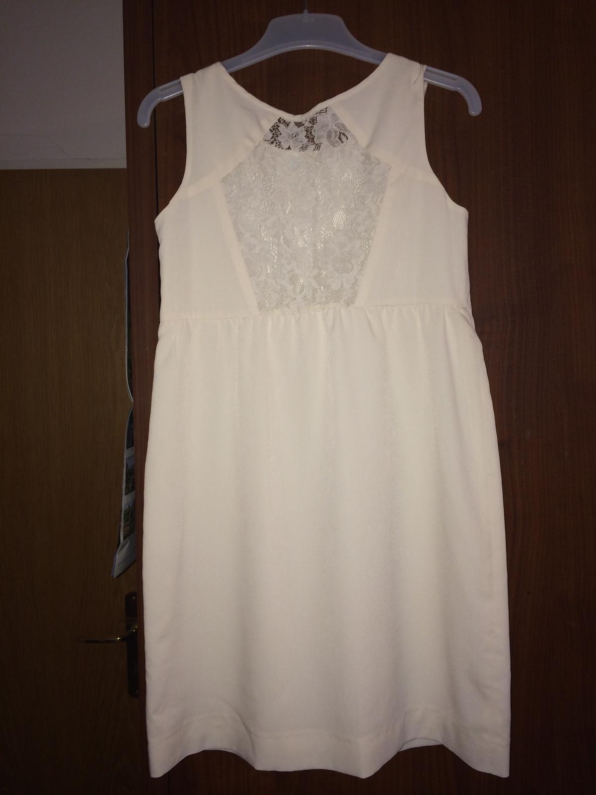 544ca7363f Bílé šaty s kraječkou na zádech