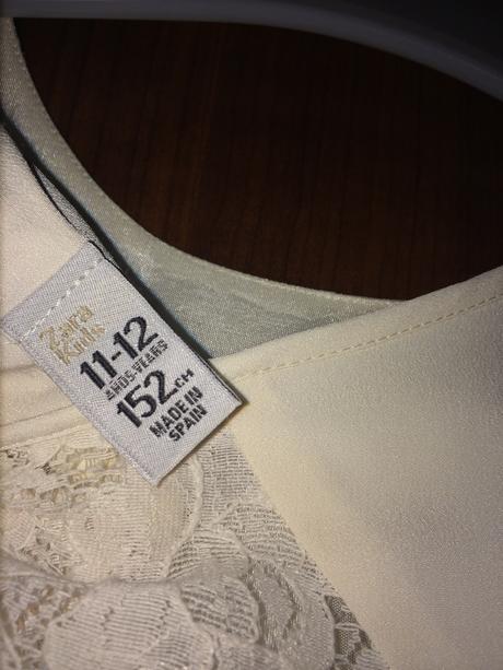 Bílé šaty s kraječkou na zádech, značka Zara, 152