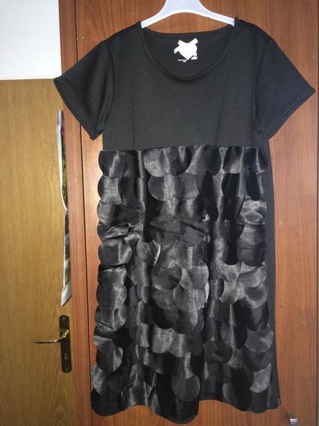 Černé dívčí šaty, 164