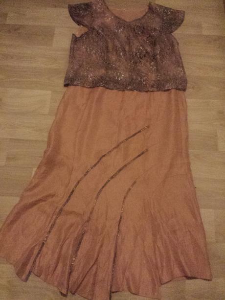 Sukňový spoločenský kostým, 48