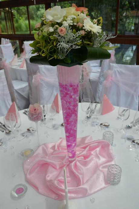 svietniky, vázy a iné doplnky na stôl,