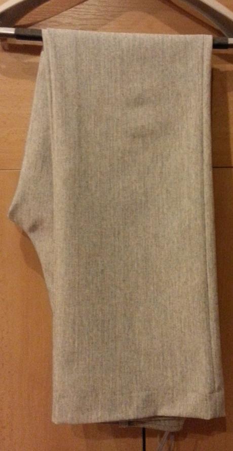 Raz použitý šedý trojdielny kostým veľ.38/M, 38