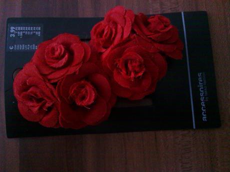 Červené kvety do vlasov,