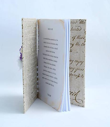 Fialová kniha hostí, vintage style,