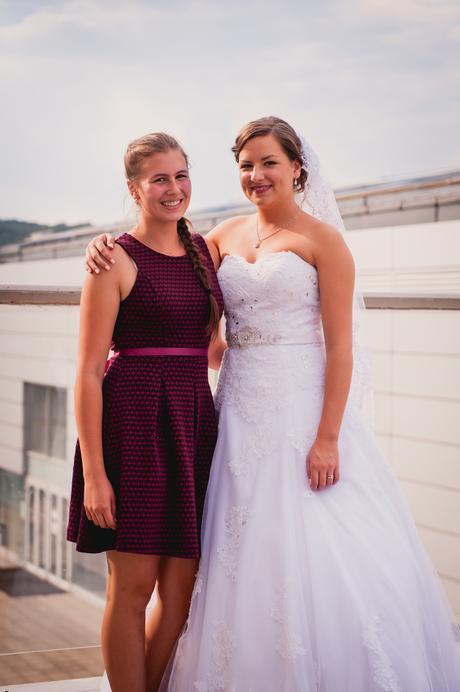 Svatební šaty s vlečkou a se zdobením, 40