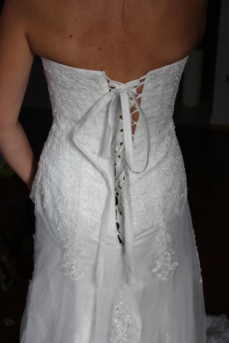 Nepoužité krajkové šaty s vlečkou vel. 36,38,40, 38