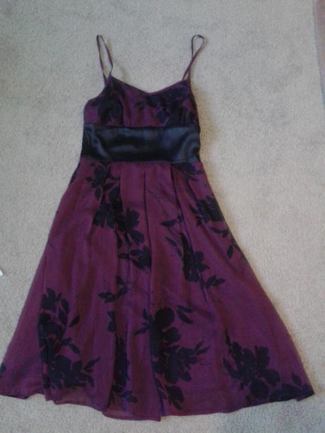 Bordové šaty, 36