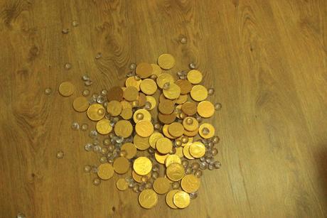 ČOoládové penízy a kamíny na polad,