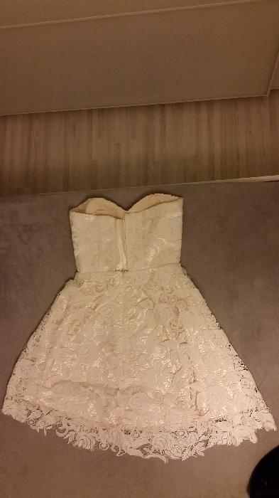 Krátké popůlnoční šaty, 36