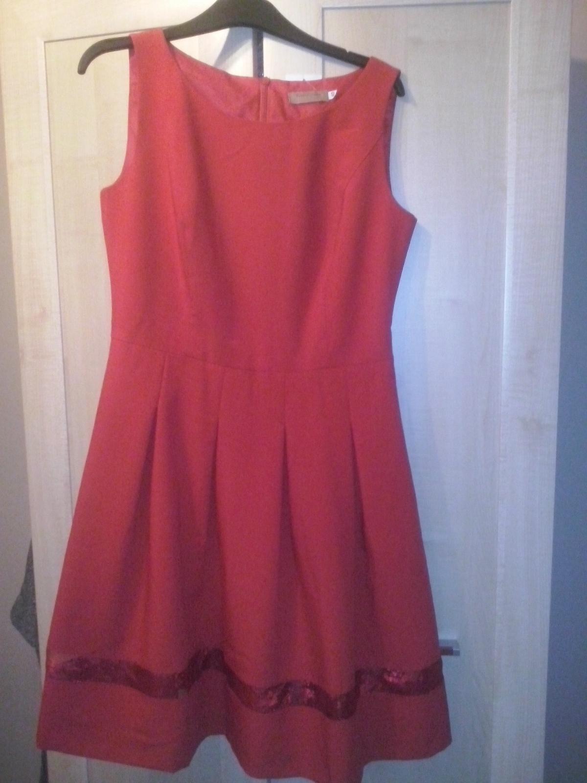 43c531bb6cc1 Spoločenské šaty na redový tanec- nenosené