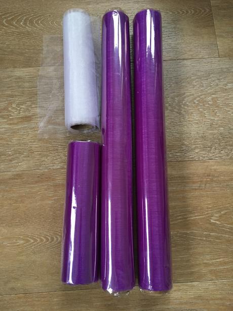 Bílá a lila organza, různé délky a šíře,