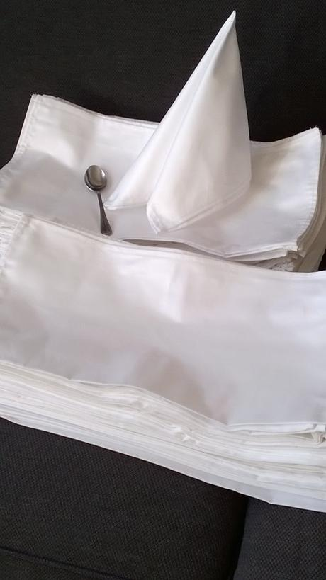 servitky textilne kvalitne damaškove biele  42x42,