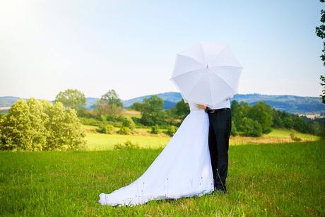 Bílý krajkový deštník,