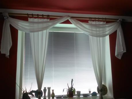 biela dekoračná záclona,