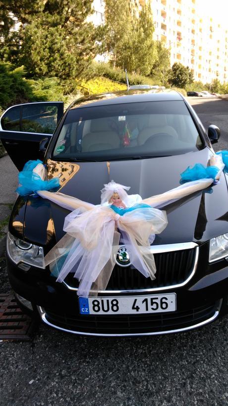 dekorace na auto pro ženicha a nevěstu ,