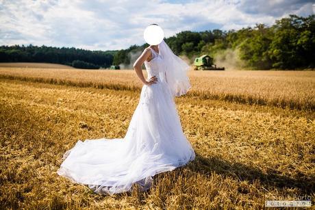 Tylové svatební šaty s vlečkou (včetně spodničky), 38