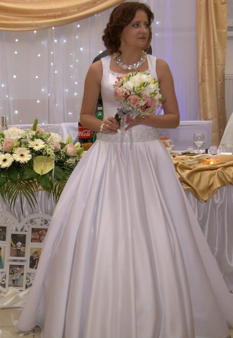 Jednoduché svadobné šaty, 38