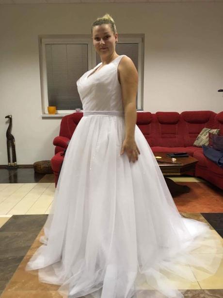 Bílé svatební šaty, 44