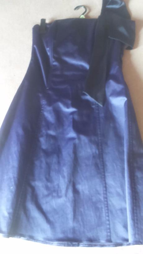 Fialové spoločenské šaty , 38