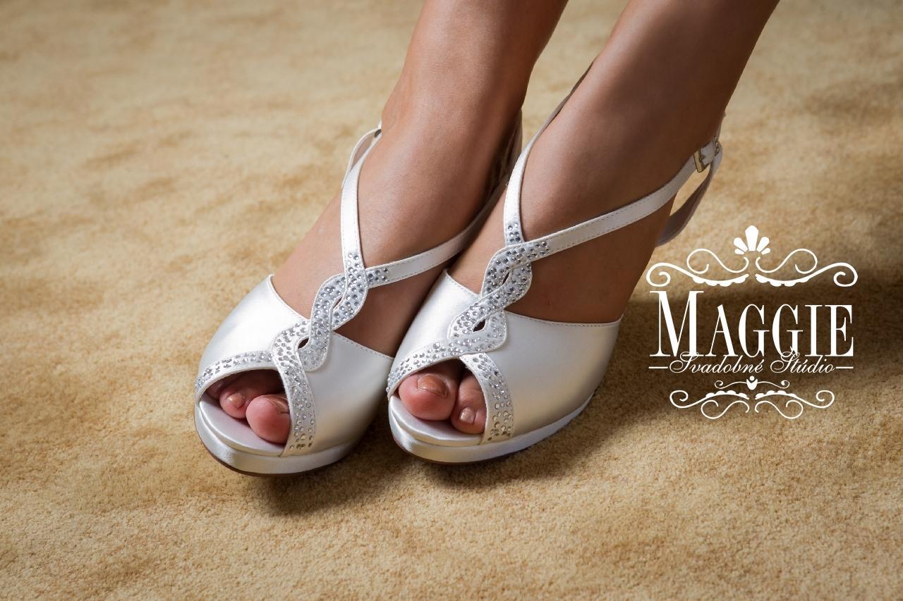 18bc4266b68c Sandálky rebecca biele veľkosť 35 a 37