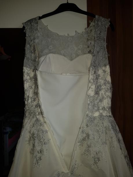 Šaty raz oblečené veľkosť 36-40, 38