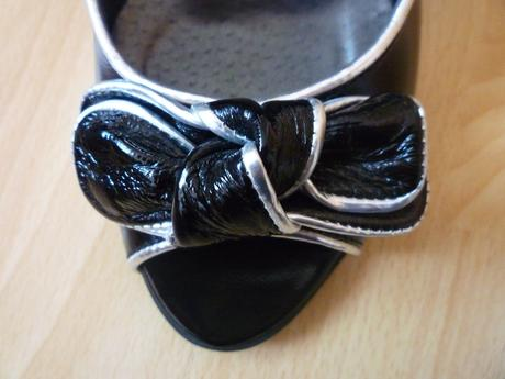 Dámske čierne lesklé lodičky, 41