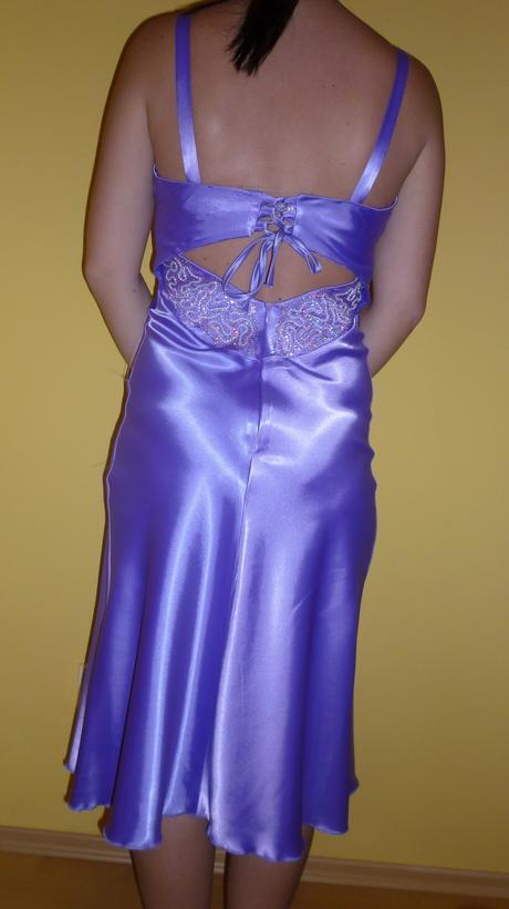 Fialové spoločenské šaty s kravatou, 36