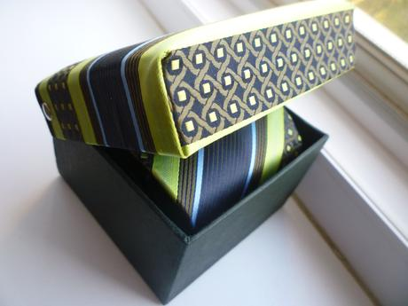 Modro zelená kravata v darčekovom belaní,