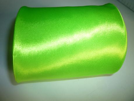 Neon zelená kravata,