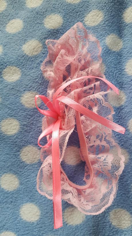 Růžový podvazek, M