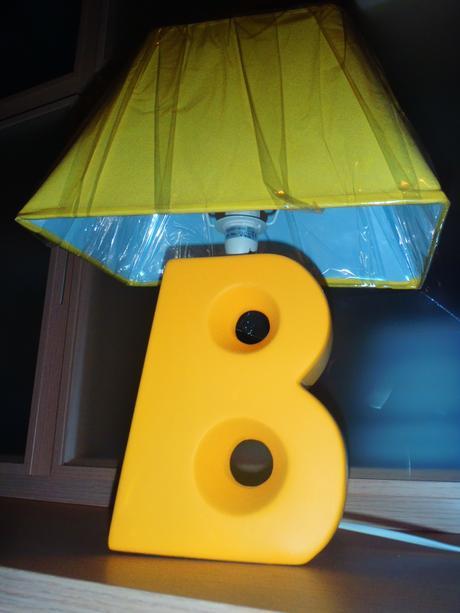 Nočná lampa v tvare pismena,