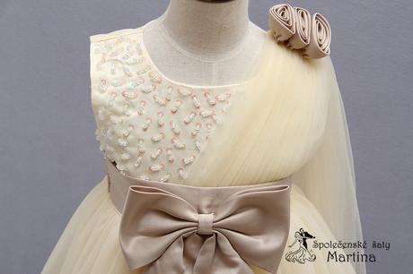 Šaty pro družičku , 98