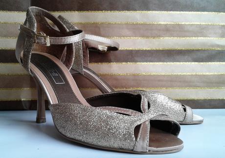 Zlaté spoločenské topánky, 37