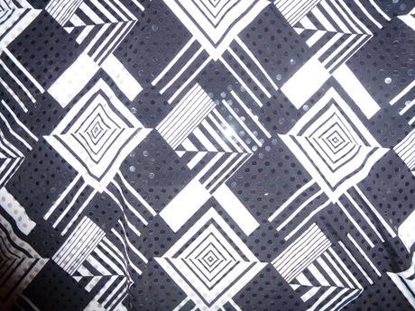 Pěkné triko s 3/4 rukávem a flitry , 36