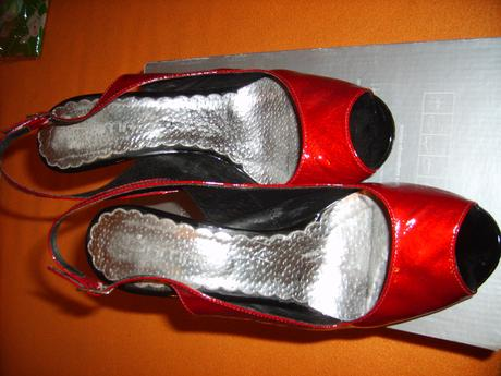červené topánky, 38