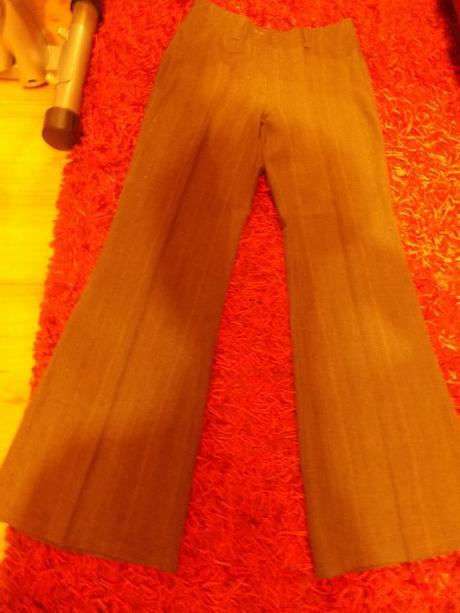 Hnedý kostým nohavicový, 40