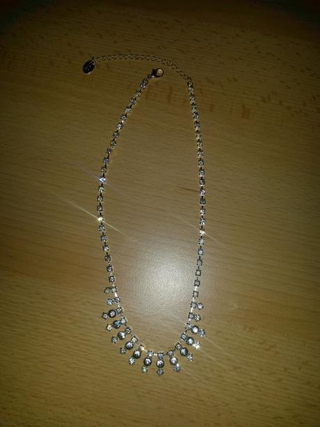 Štrasový náhrdelník,