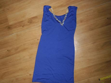 Modré šaty s retiazkou, M