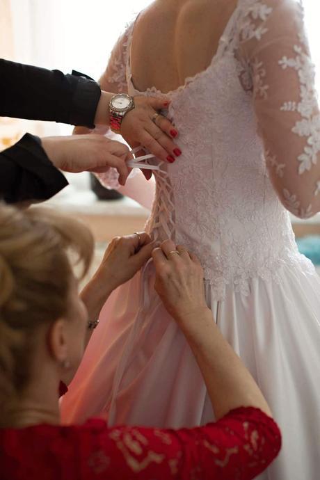 Bílé svatební šaty s krajkou MADORA, 38