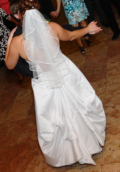 Bílé svatební šaty, 42