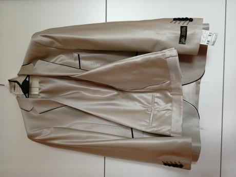 svatebni oblek -nepouzity, 52