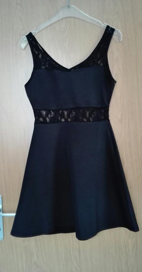 Černé šaty s krajkou, 38