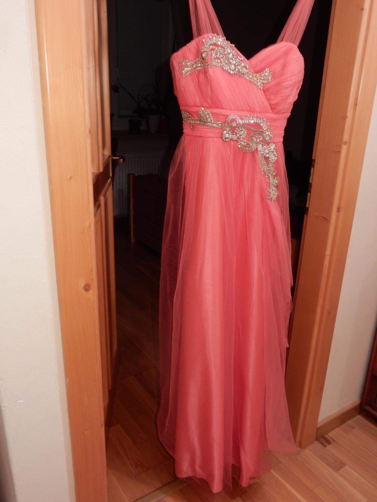 Spoločenské šaty lososovej farby s kamienkami f4106f66c90
