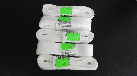 Nepoužité bílé stuhy,