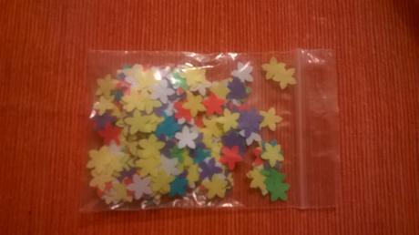 Konfety různě barevné,