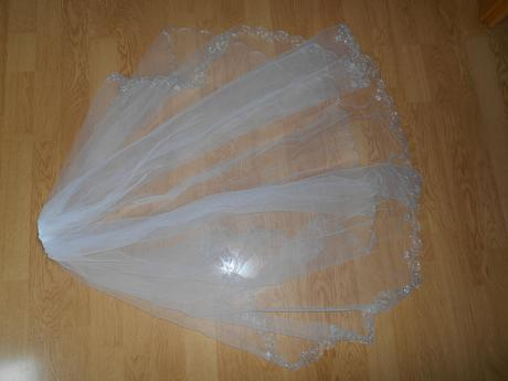 Svadobné šaty Oleg Cassini, 38